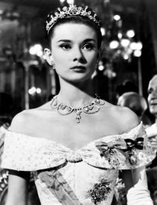 Audrey Hepburn in Roman Holiday (http://thefabcorner.com/the-designs-of-edith-head/annex-hepburn-audrey-roman-holiday_01/)