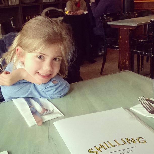 Shilling: Nieuwe ontdekking op Antwerpen Zuid. Op zondag kan je hier uitgebreid ontbijten tot 13u.