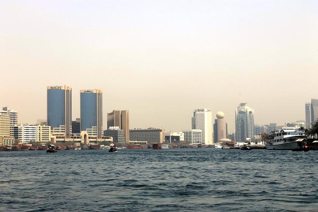 Skyline van Dubai vanop het water