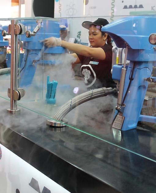 Ice-Cream-Lab-Dubai-Mall-Ijs-nitrogeen-kinderen