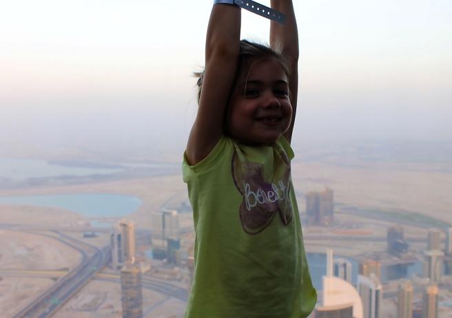 At-the-top-Burj-Khalifa-reizen-kinderen