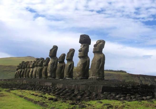 Rapa-Nui-Easter-Island-Moai