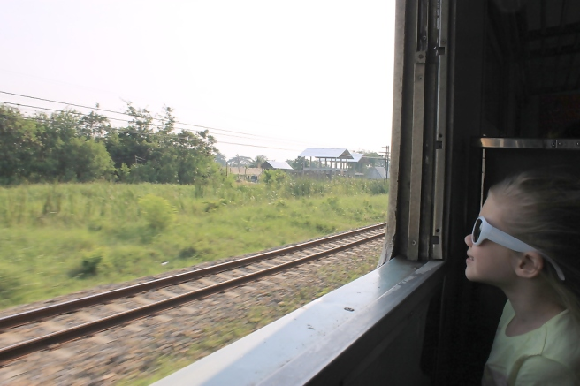 Trein-Bangkok-Kanchanaburi-Thailand