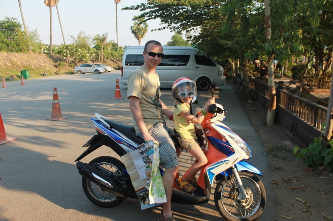 Scooter-Ayutthaya-gezin