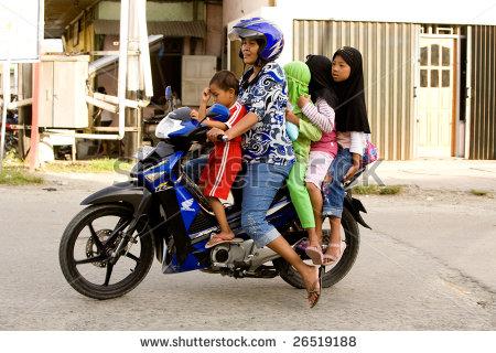 gezin-scooter-azië